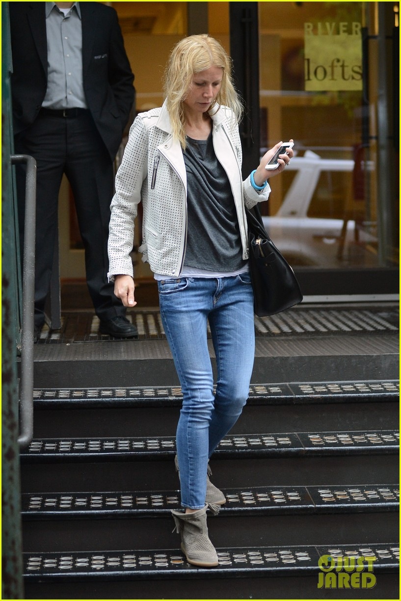 gwyneth paltrow gets caught in rain en route to photo shoot 092866717