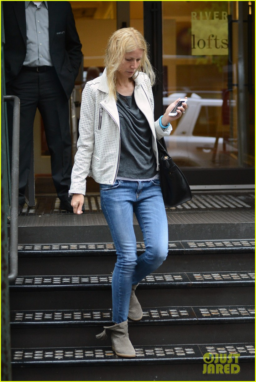 gwyneth paltrow gets caught in rain en route to photo shoot 102866718