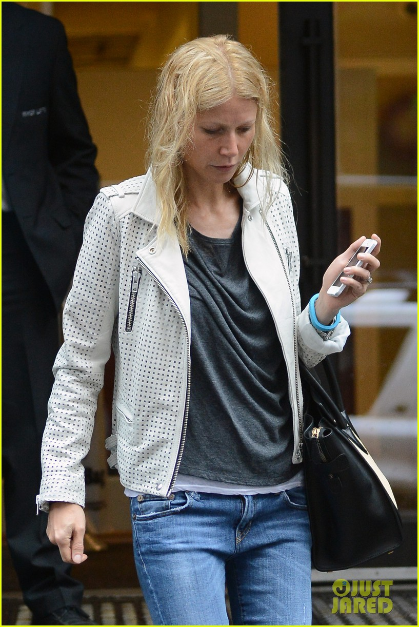 gwyneth paltrow gets caught in rain en route to photo shoot 182866726