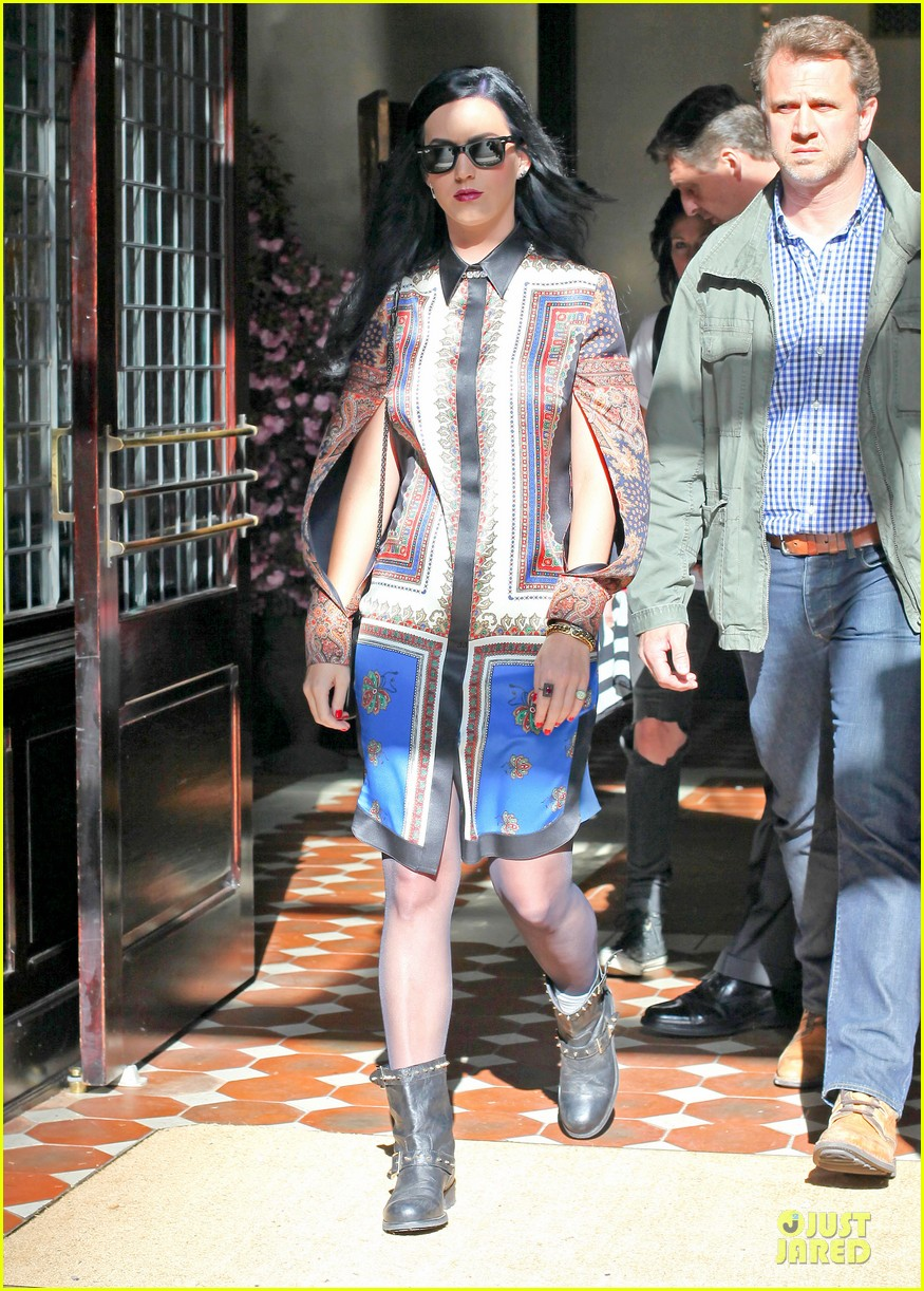 katy perry nyc hotel exit after killer queen unveiling 012863110