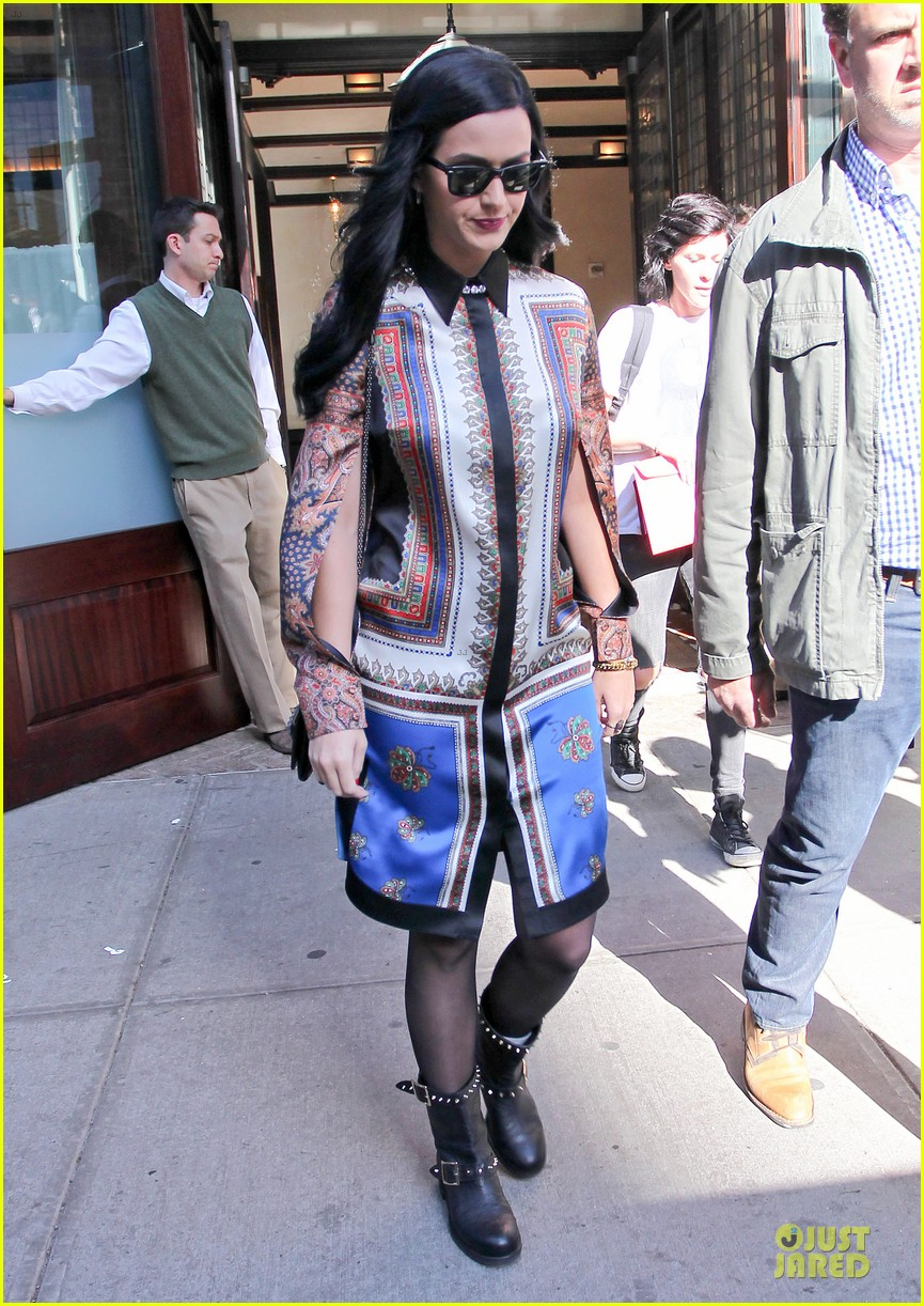 katy perry nyc hotel exit after killer queen unveiling 082863117