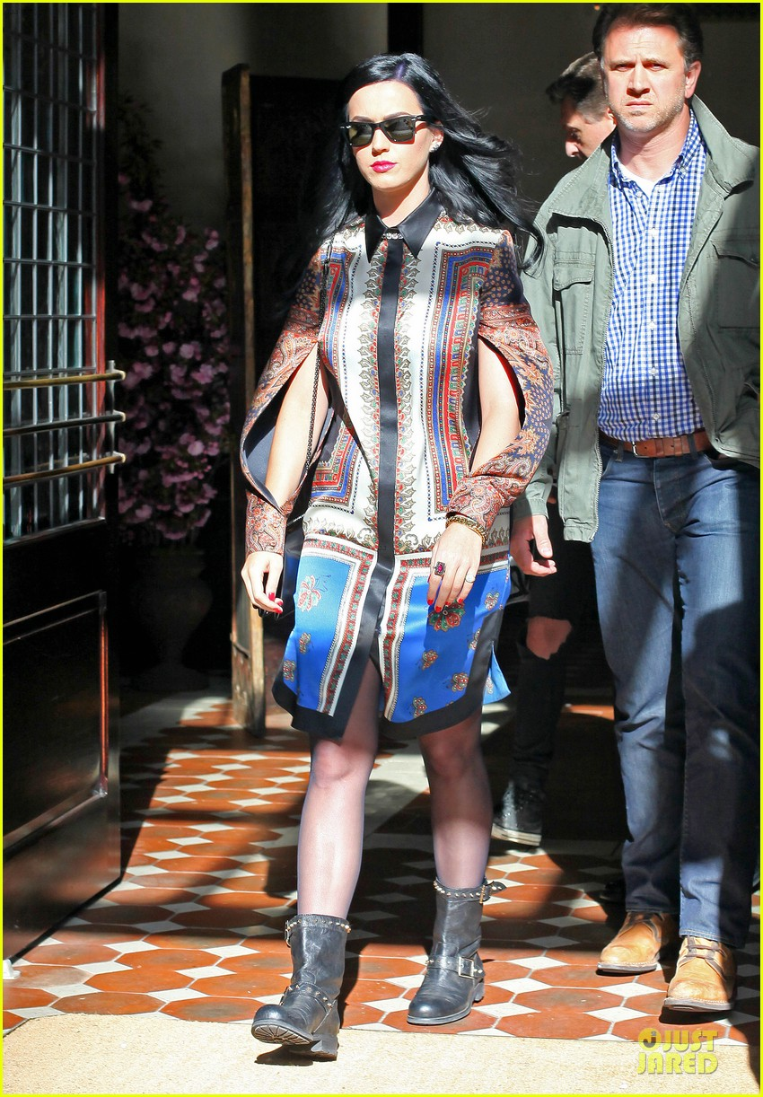 katy perry nyc hotel exit after killer queen unveiling 092863118