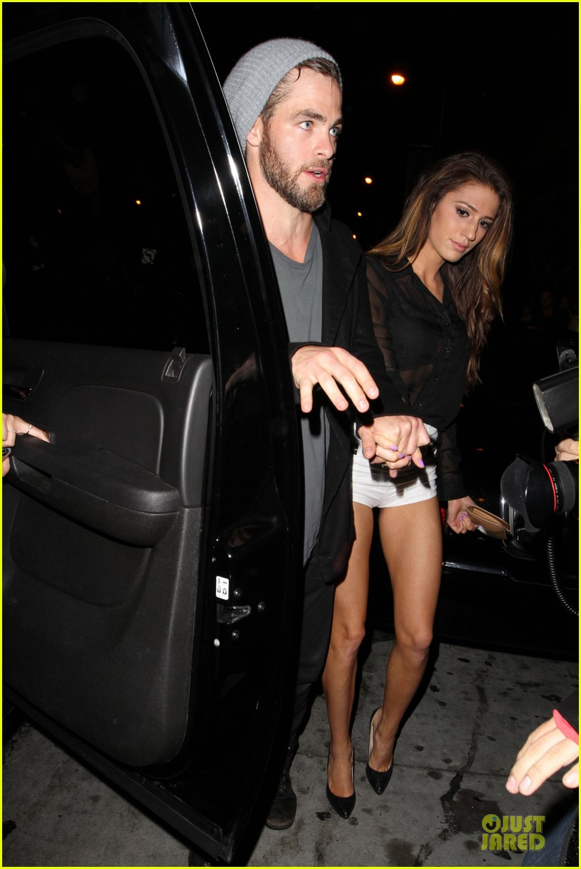 chris pine hold hands with mystery gal at bootsy bellows 032877865