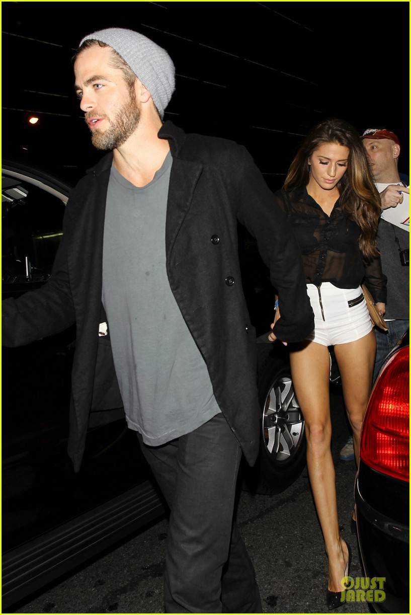 chris pine hold hands with mystery gal at bootsy bellows 052877867