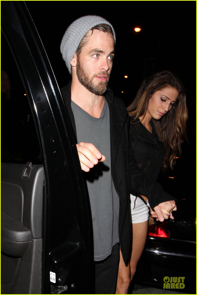 chris pine hold hands with mystery gal at bootsy bellows 062877868