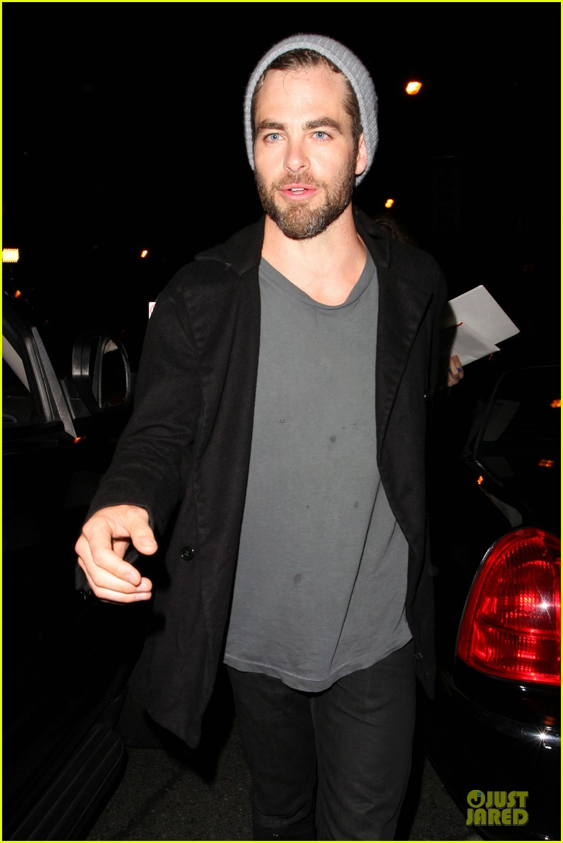 chris pine hold hands with mystery gal at bootsy bellows 072877869