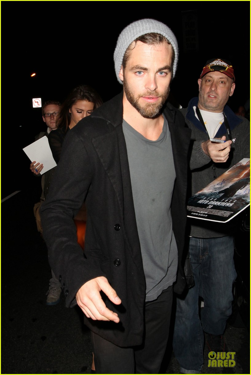 chris pine hold hands with mystery gal at bootsy bellows 082877870
