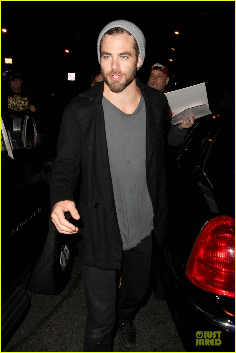 chris pine hold hands with mystery gal at bootsy bellows 092877871