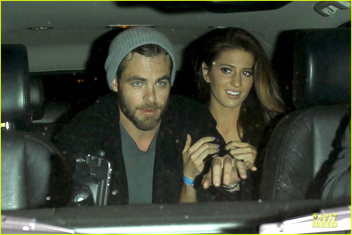 chris pine hold hands with mystery gal at bootsy bellows 152877877