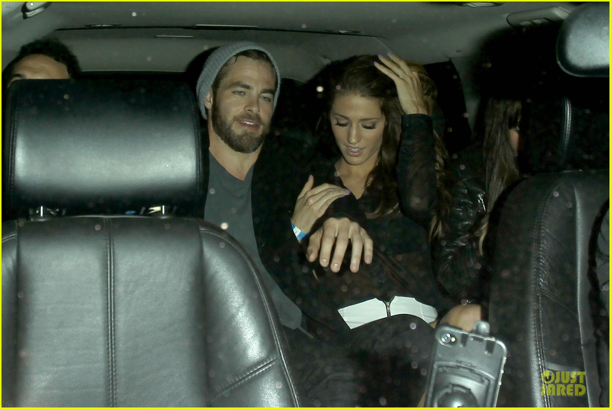chris pine hold hands with mystery gal at bootsy bellows 202877882