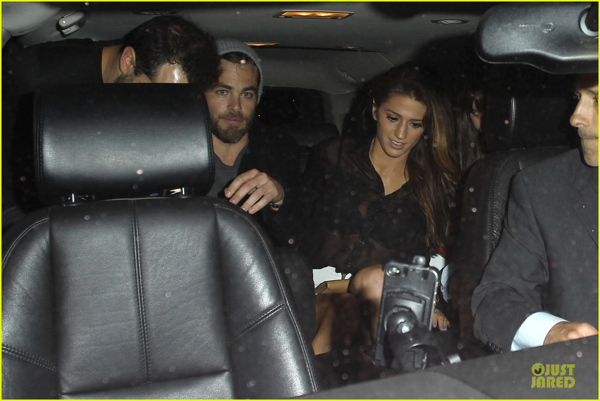 chris pine hold hands with mystery gal at bootsy bellows 212877883
