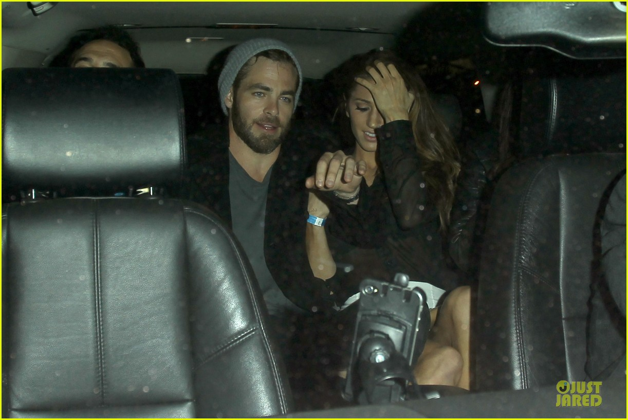 chris pine hold hands with mystery gal at bootsy bellows 28