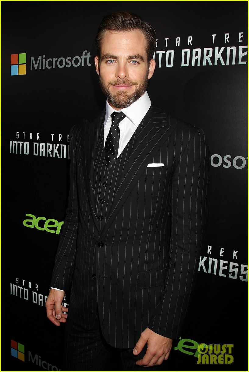 chris pine benedict cumberbatch star trek nyc screening 34