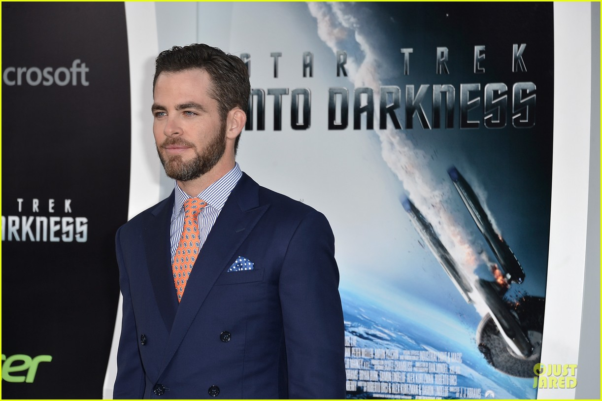chris pine zachary quinto star trek into darkness premiere 08