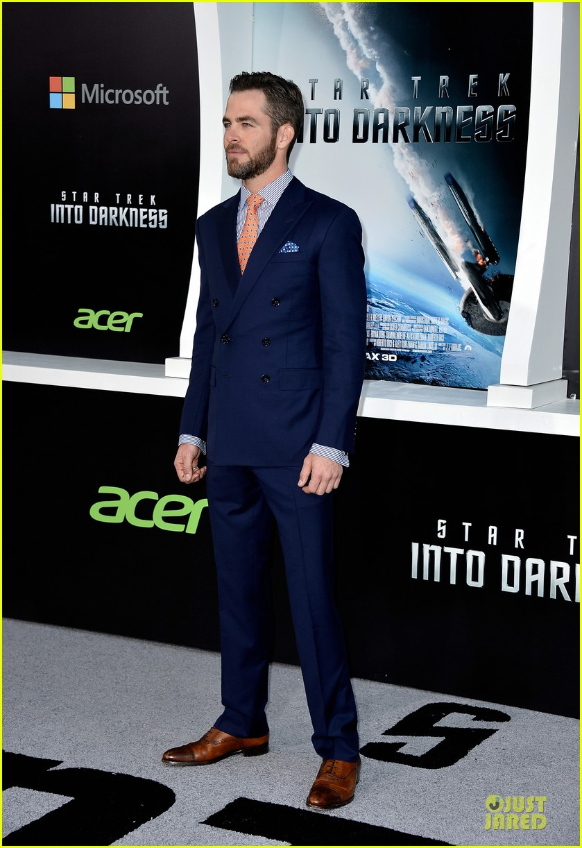 chris pine zachary quinto star trek into darkness premiere 09