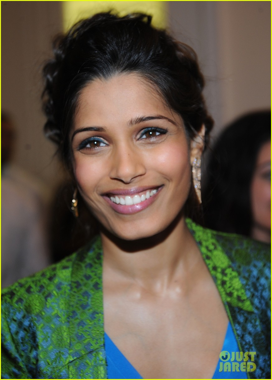 freida pinto maiyet varanasi silk capsule collection dinner 022867680