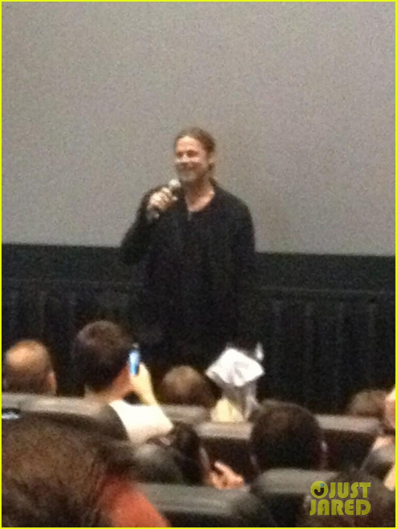 brad pitt surprises fans at world war z screening in nj 072876619