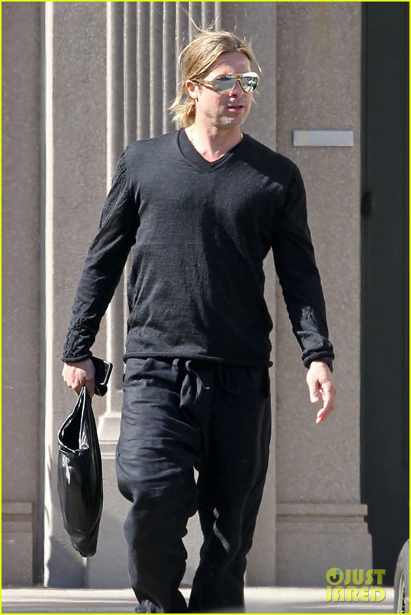 brad pitt steps out after angelina jolie double mastectomy 012871165