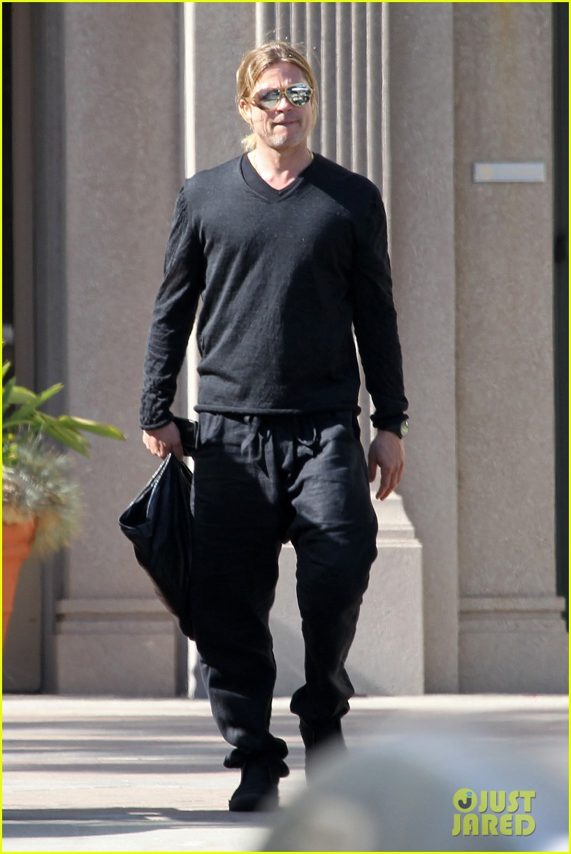 brad pitt steps out after angelina jolie double mastectomy 032871167