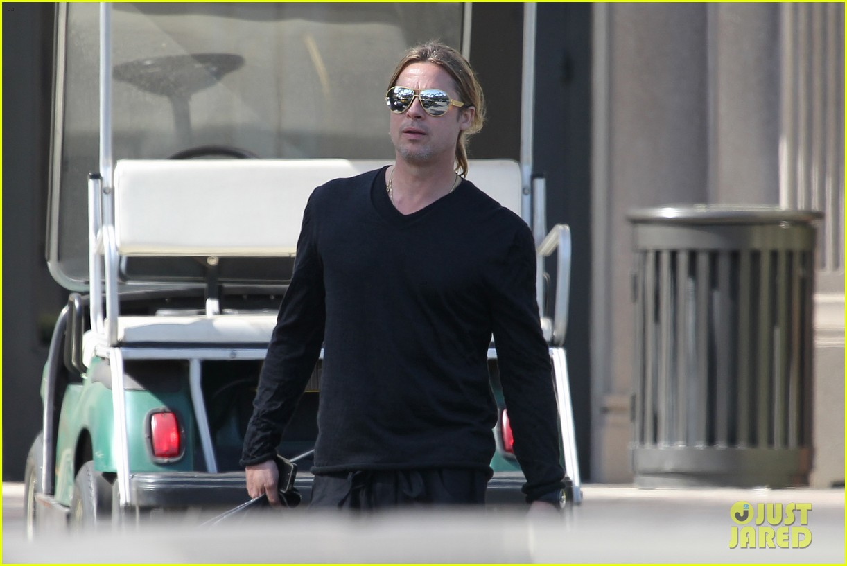 brad pitt steps out after angelina jolie double mastectomy 072871171