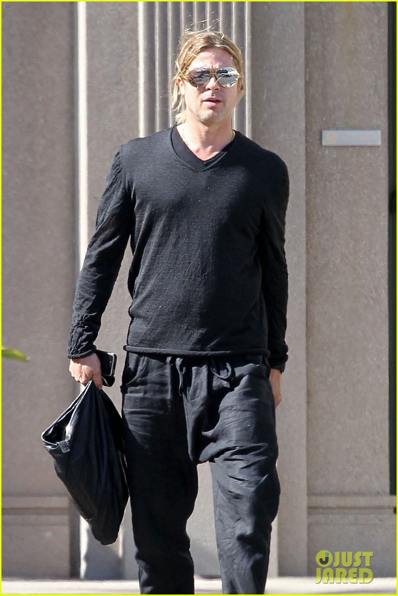 brad pitt steps out after angelina jolie double mastectomy 082871172