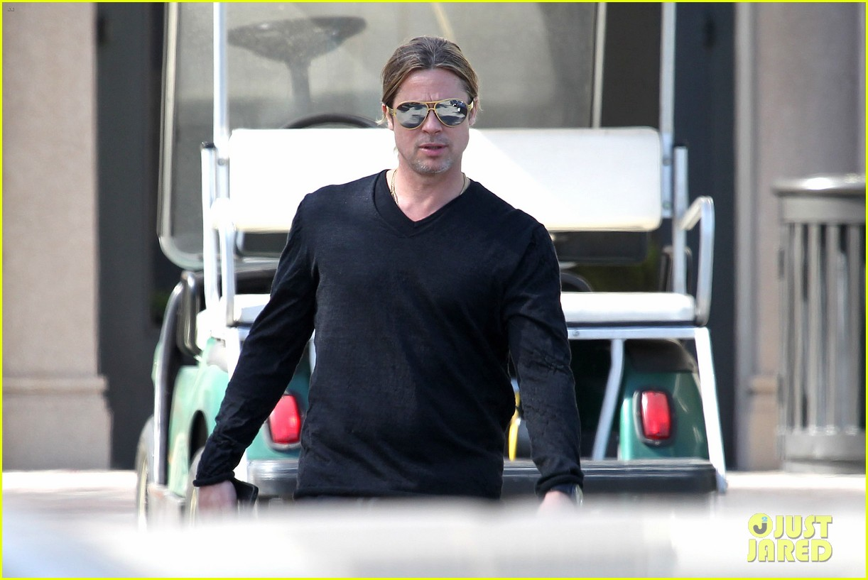 brad pitt steps out after angelina jolie double mastectomy 092871173
