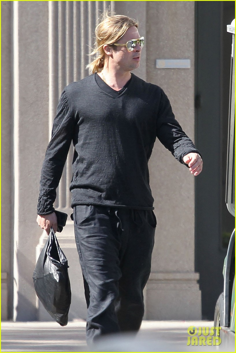 brad pitt steps out after angelina jolie double mastectomy 10