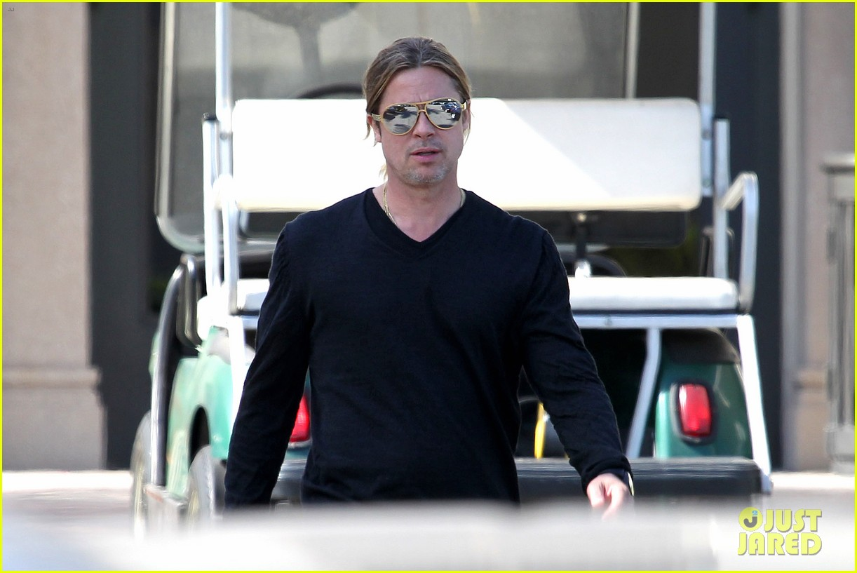 brad pitt steps out after angelina jolie double mastectomy 132871177