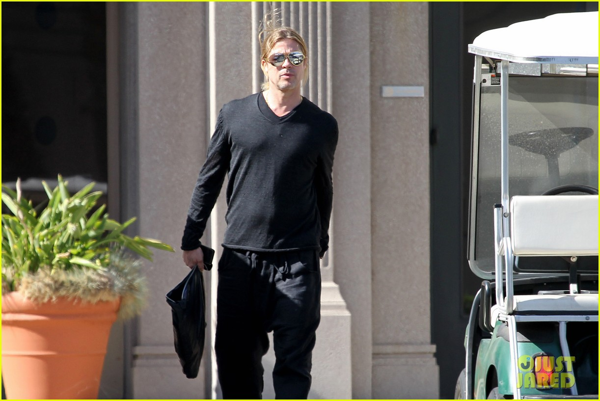 brad pitt steps out after angelina jolie double mastectomy 142871178