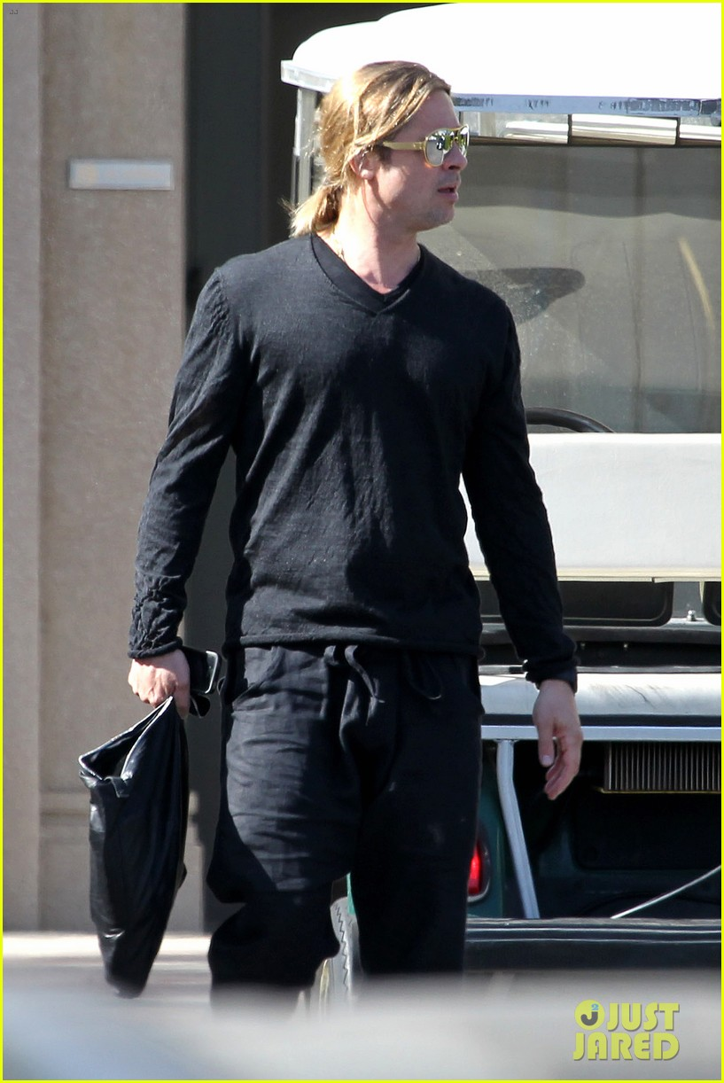 brad pitt steps out after angelina jolie double mastectomy 182871182
