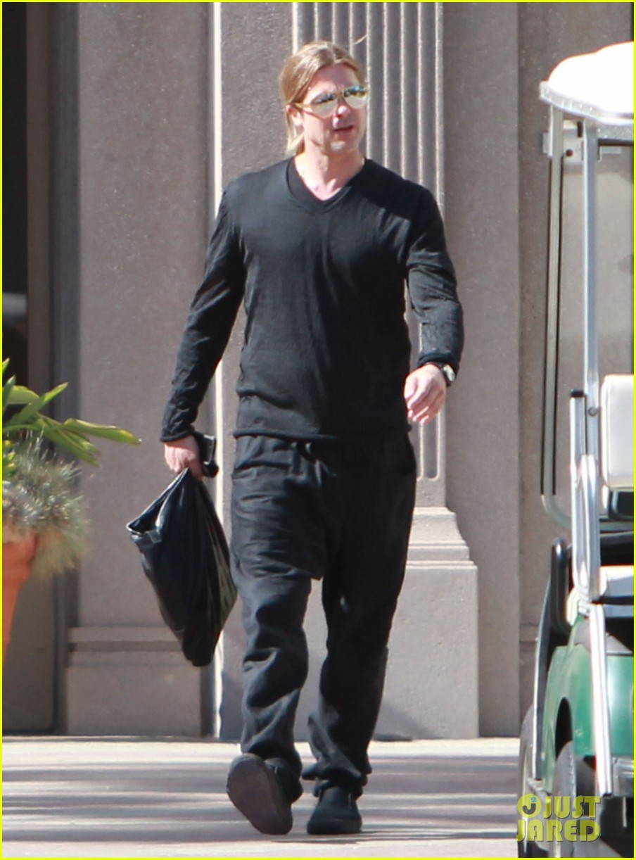 brad pitt steps out after angelina jolie double mastectomy 212871185