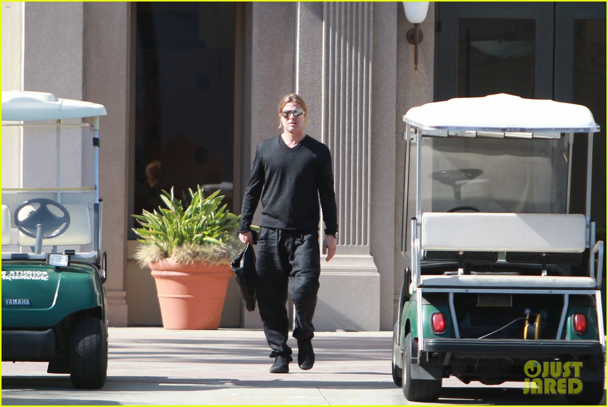 brad pitt steps out after angelina jolie double mastectomy 242871188