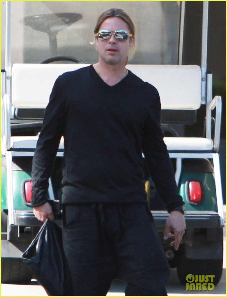 brad pitt steps out after angelina jolie double mastectomy 292871193