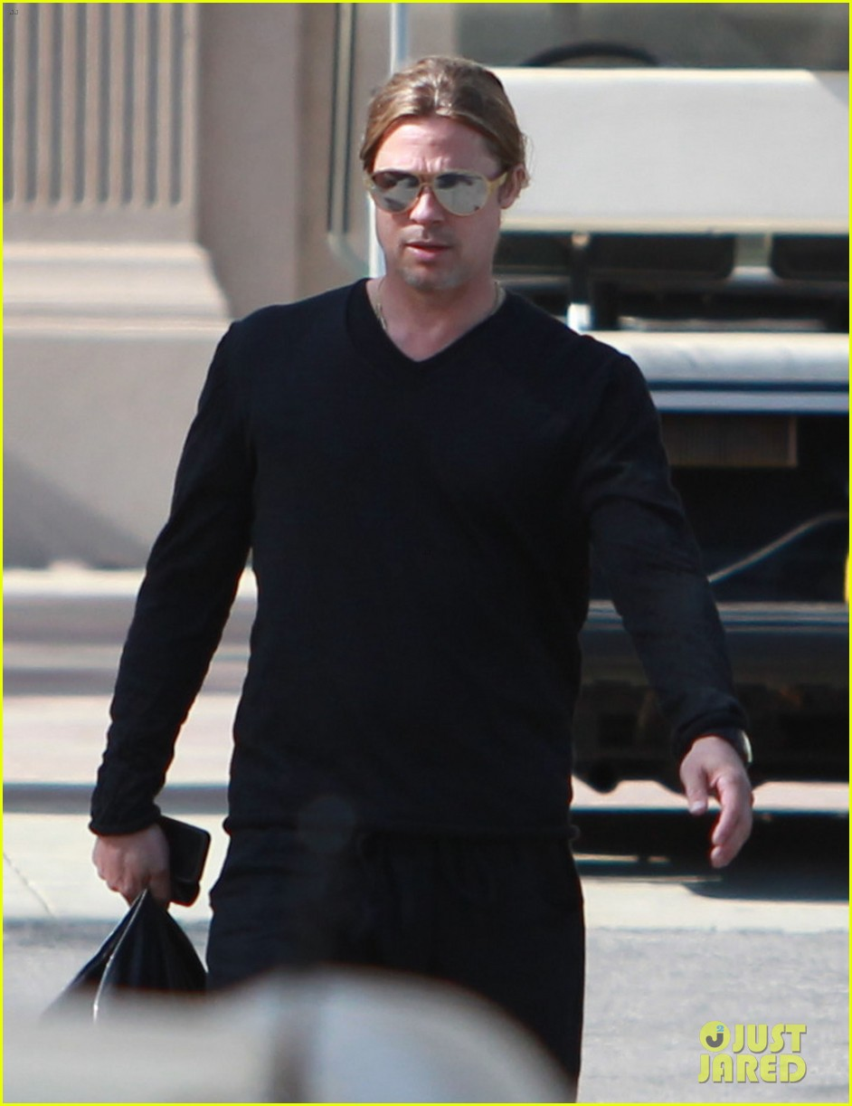 brad pitt steps out after angelina jolie double mastectomy 302871194