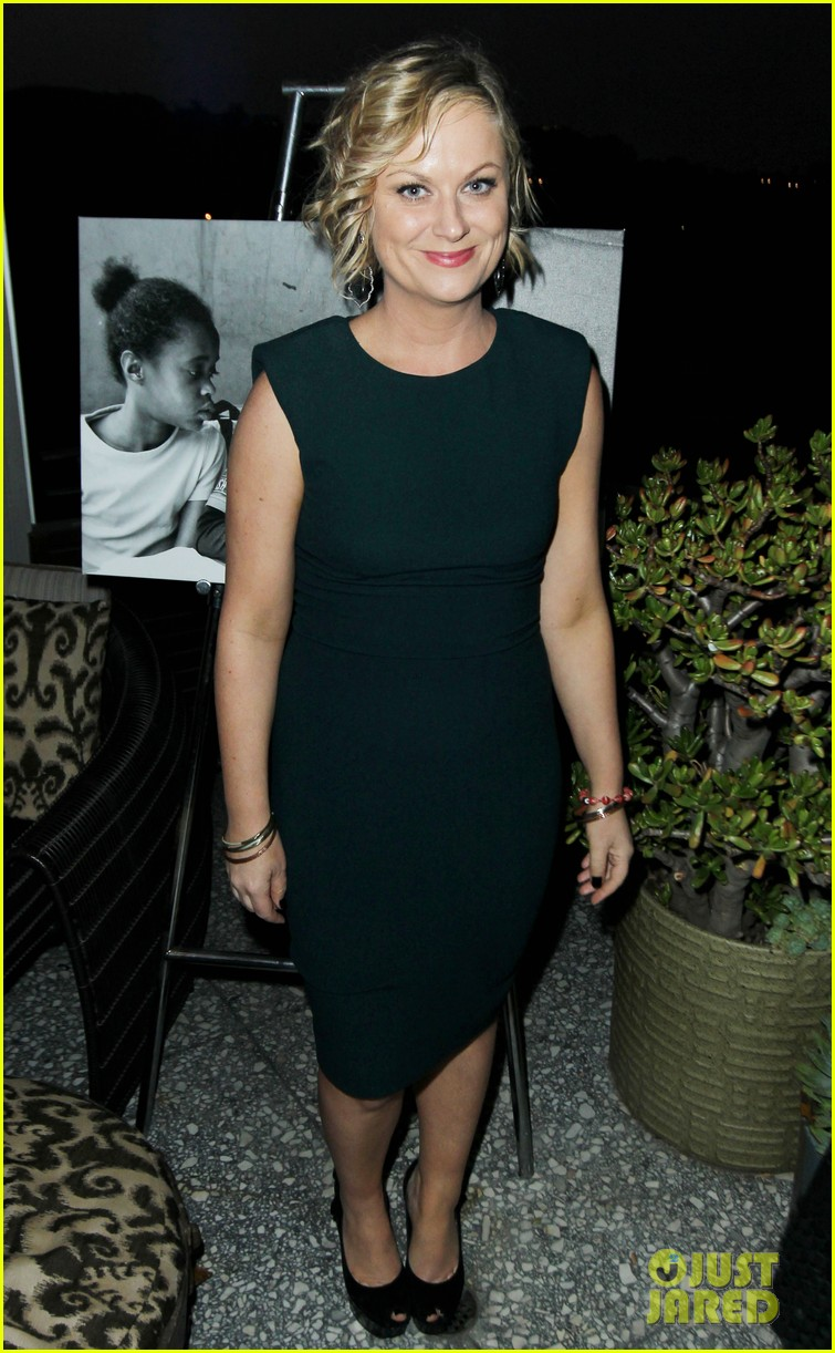 amy poehler aubrey plaza worldwide orphans event 022862256