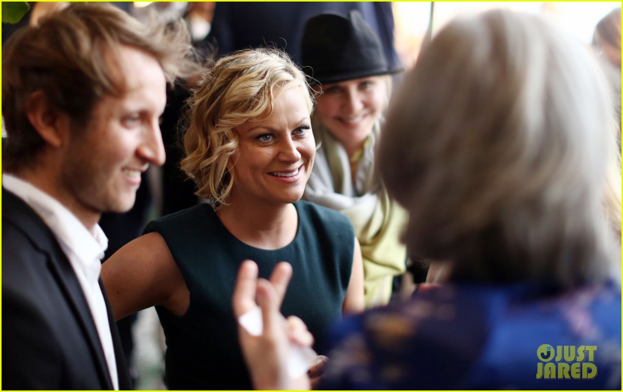 amy poehler aubrey plaza worldwide orphans event 062862260