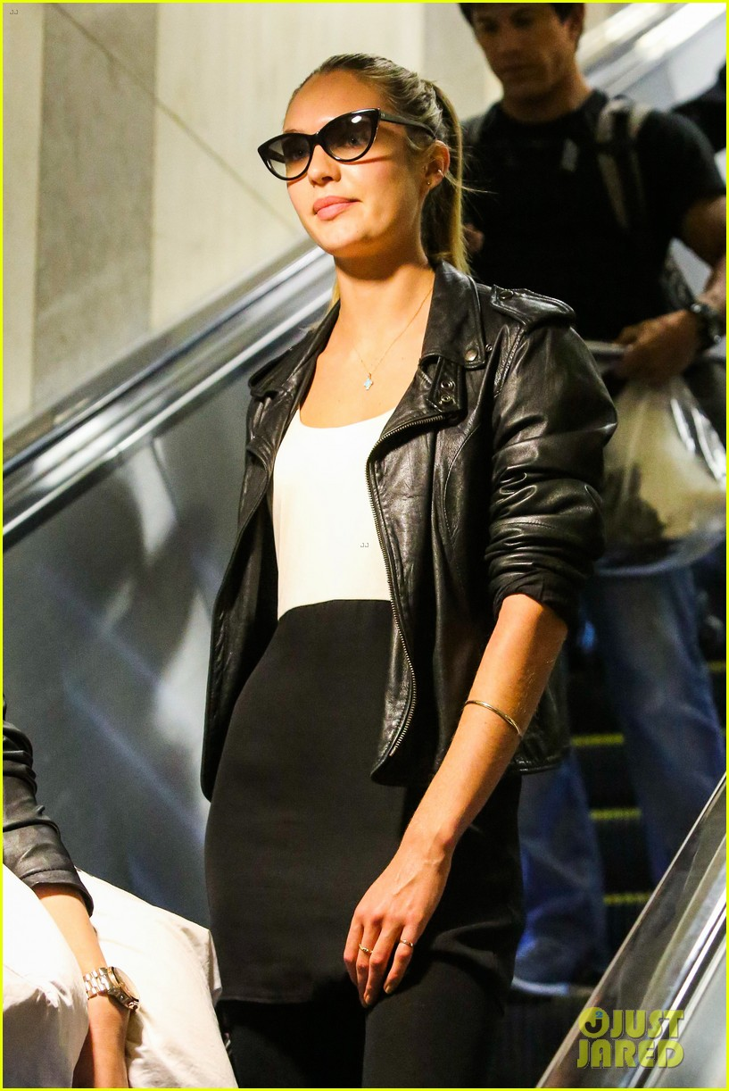 behati prinsloo poses for photo shoot candice swanepoel arrives at lax 072862861