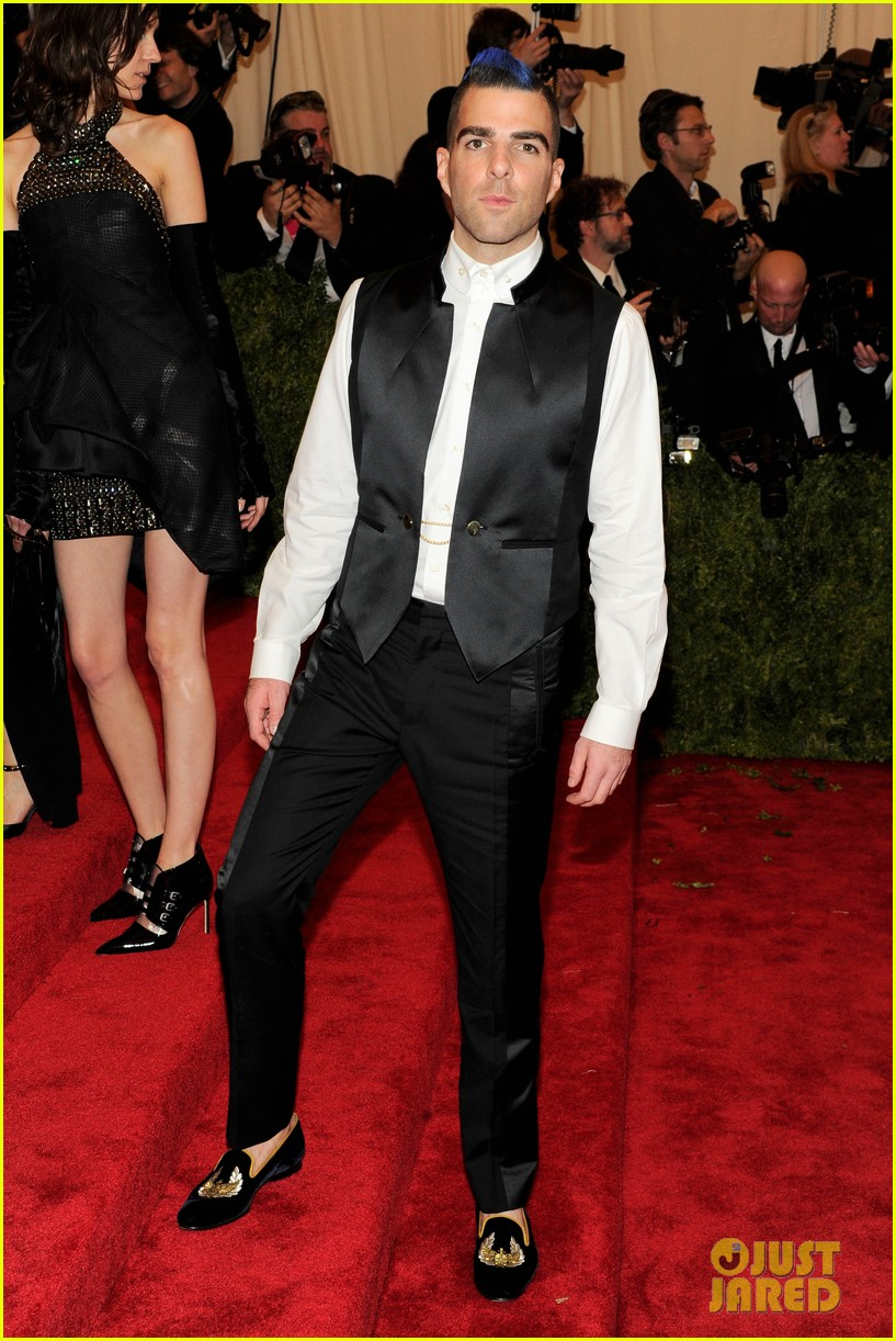 zachary quinto blue hair on met ball 2013 red carpet 012865695