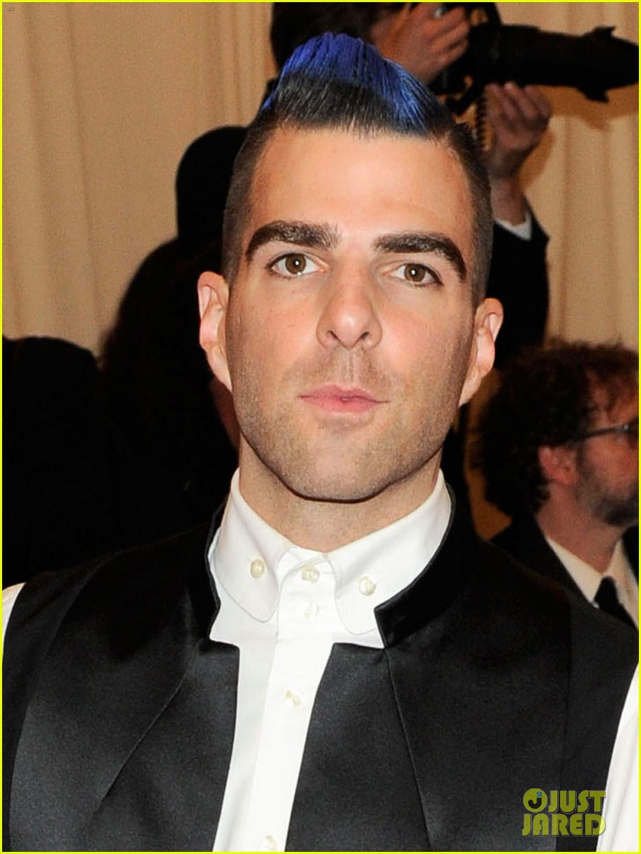 zachary quinto blue hair on met ball 2013 red carpet 032865697