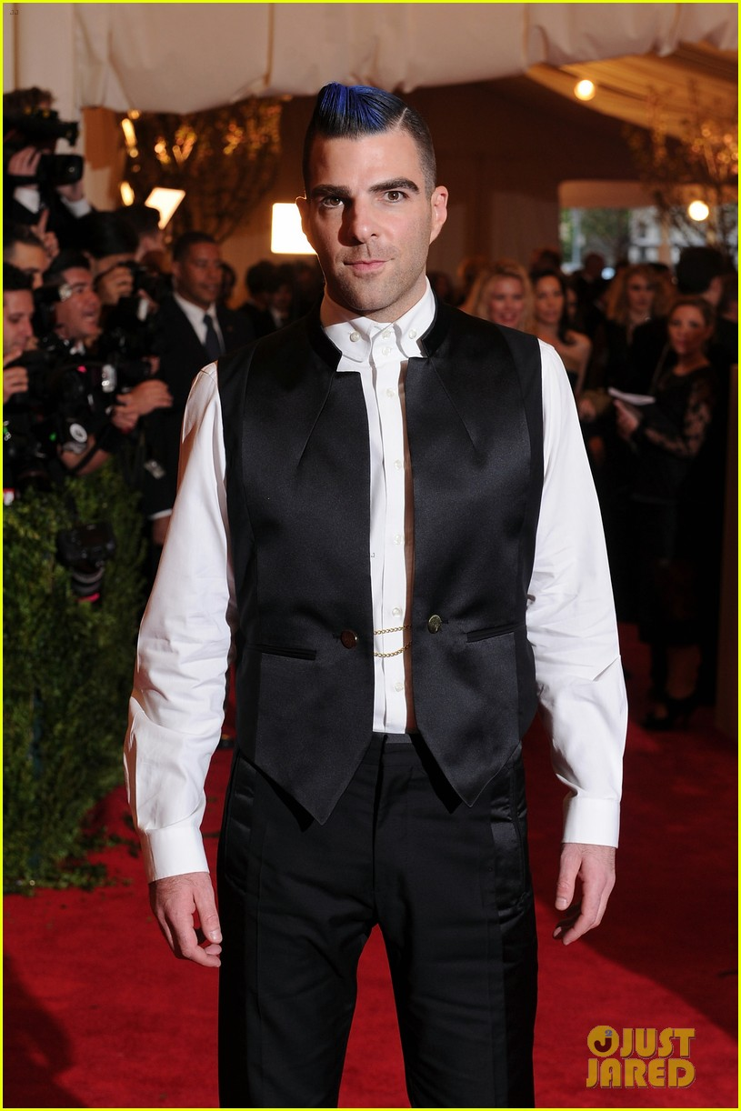 zachary quinto blue hair on met ball 2013 red carpet 04