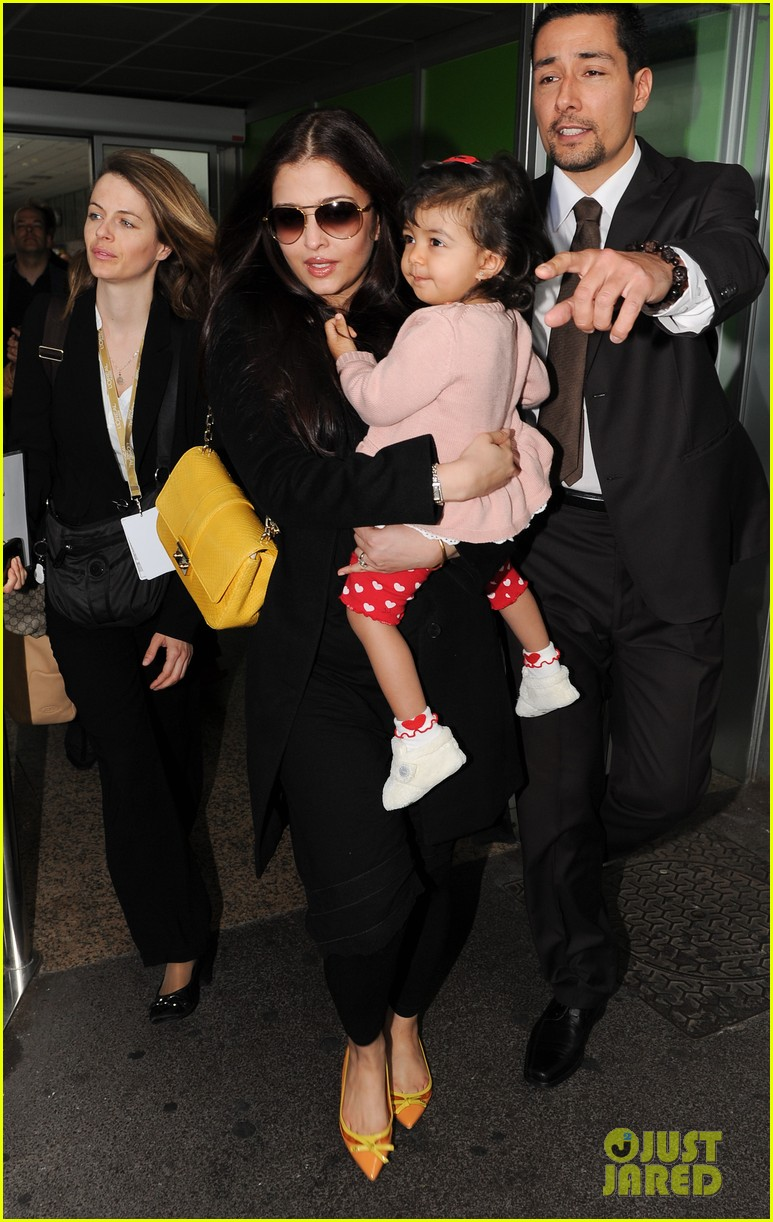aishwarya rai daughter arrive for cannes film festival 012872306