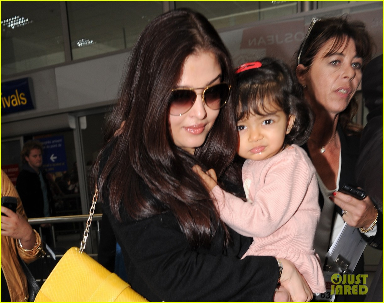 aishwarya rai daughter arrive for cannes film festival 022872307