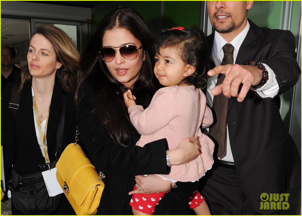 aishwarya rai daughter arrive for cannes film festival 032872308