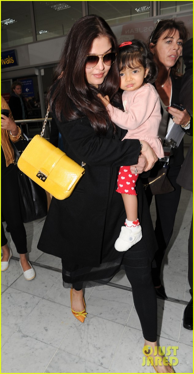 aishwarya rai daughter arrive for cannes film festival 042872309