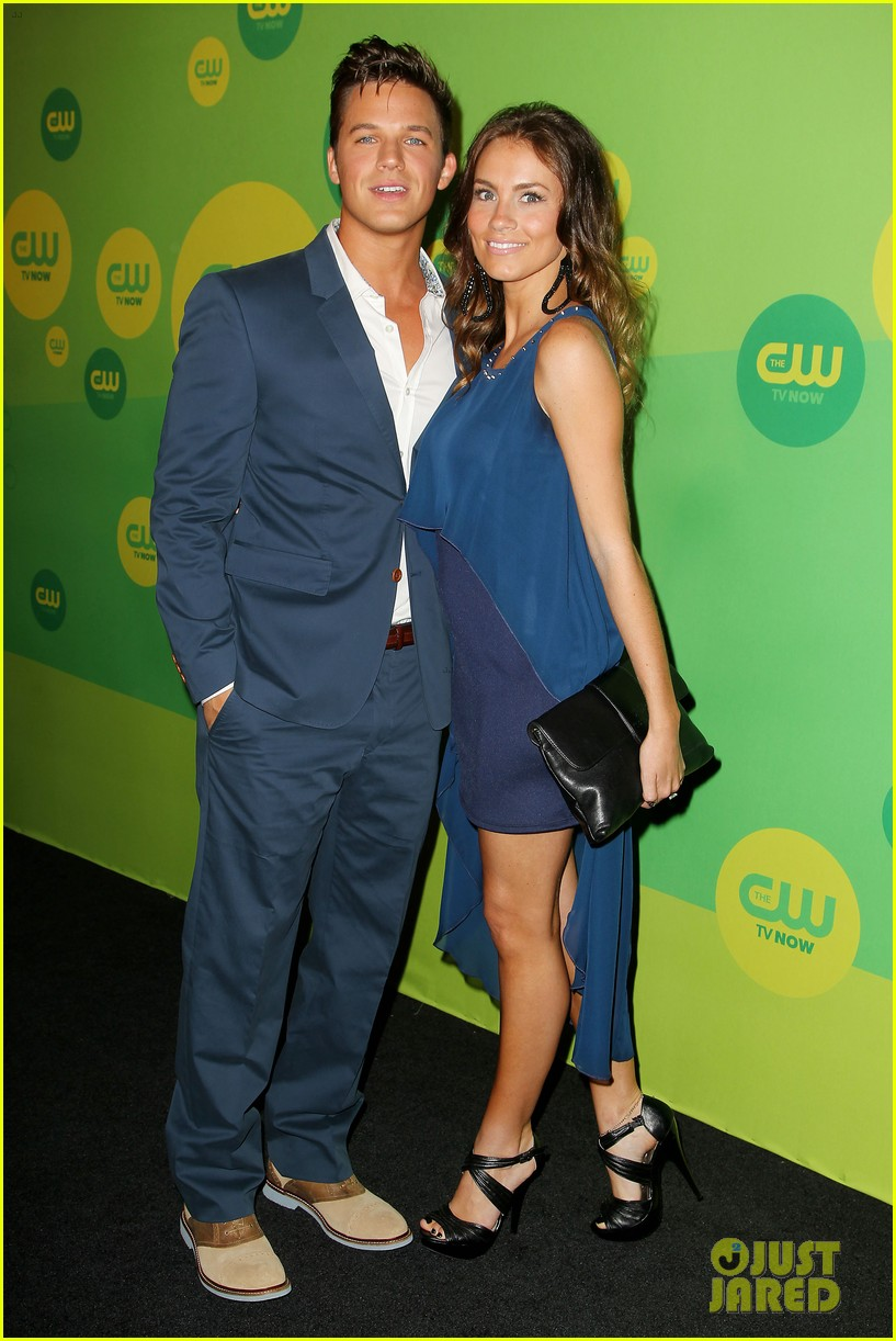 robbie amell matt lanter present new shows at cw upfront 01