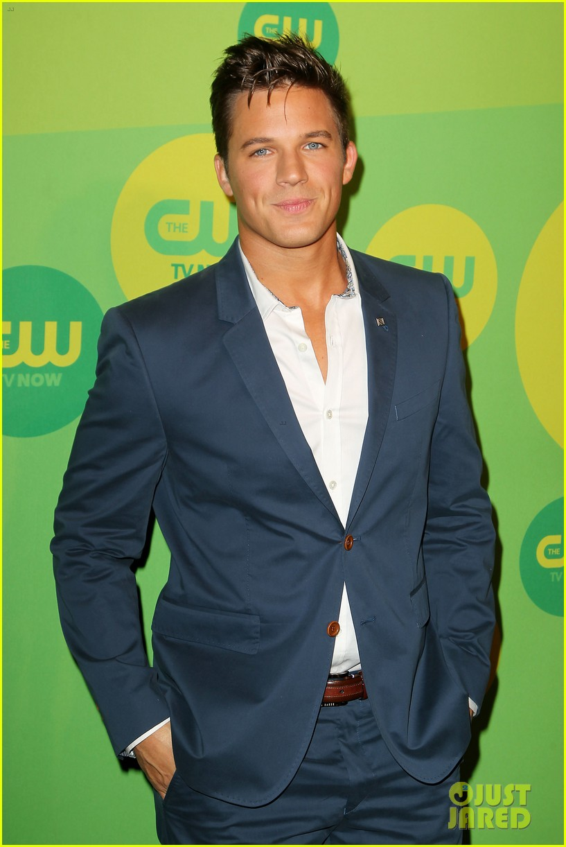 robbie amell matt lanter present new shows at cw upfront 152871864