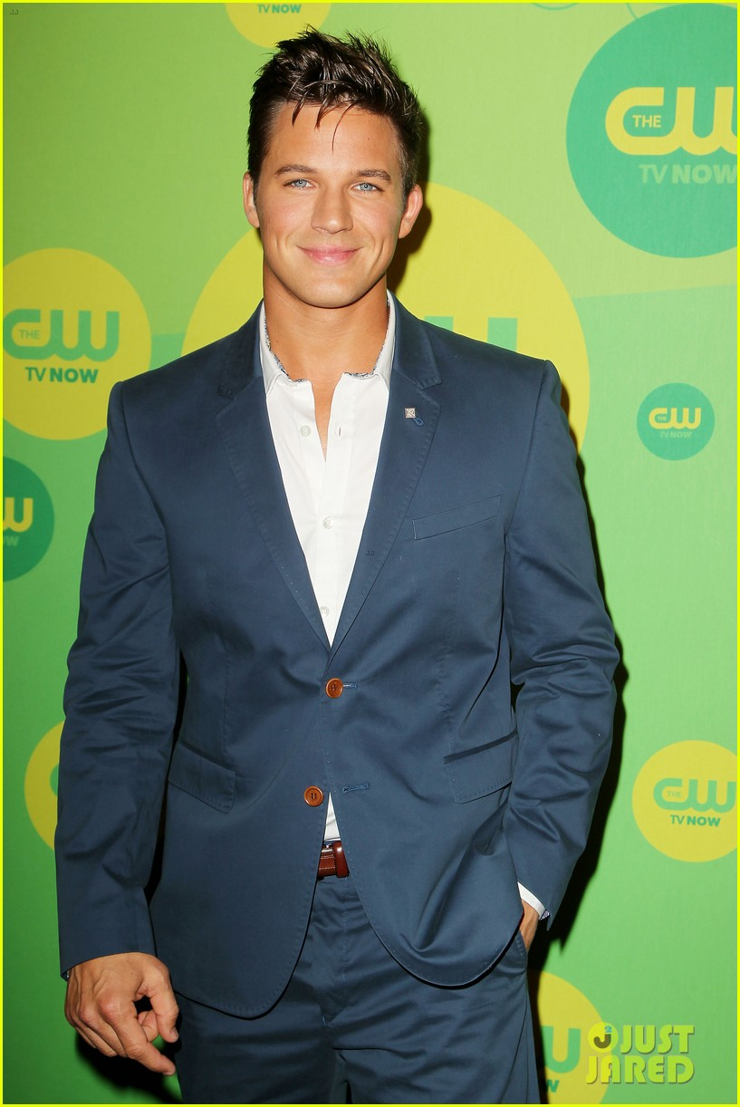 robbie amell matt lanter present new shows at cw upfront 162871865