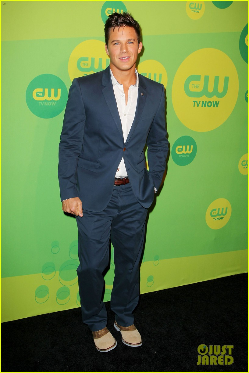 robbie amell matt lanter present new shows at cw upfront 182871867