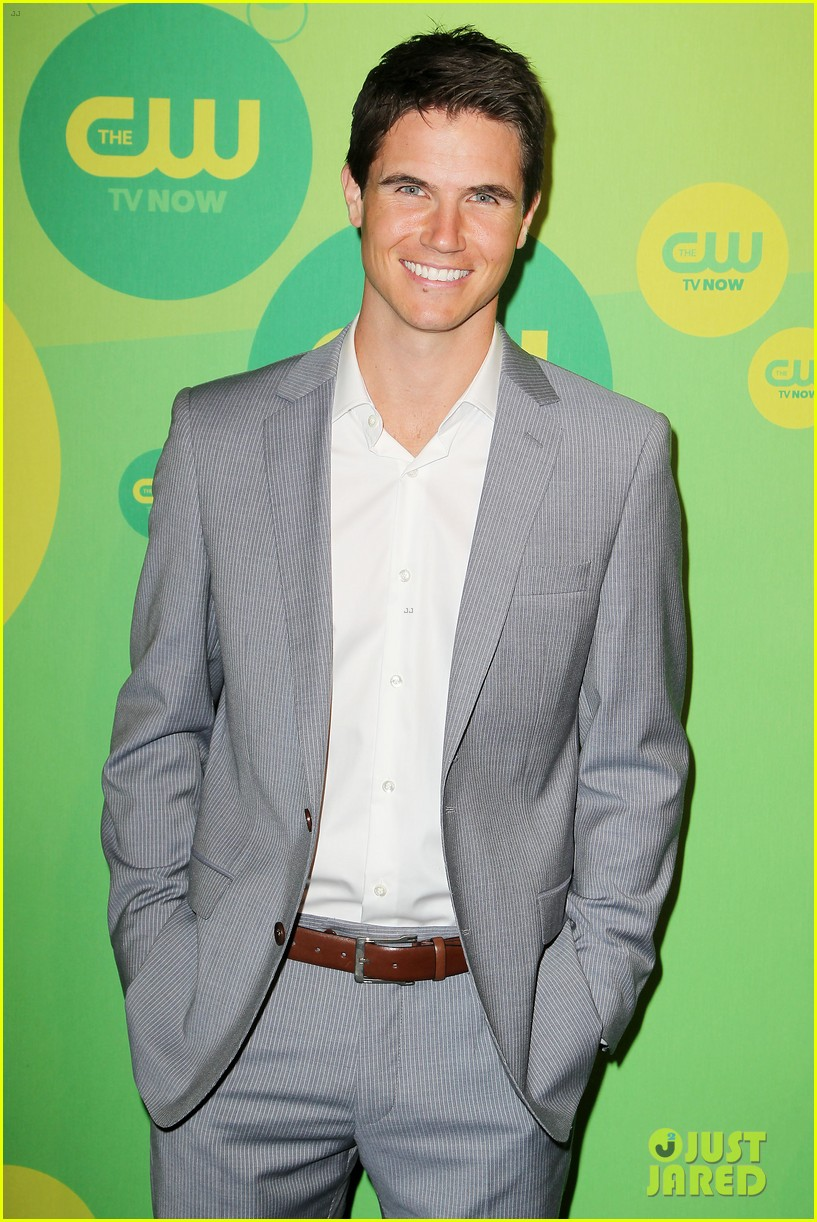 robbie amell matt lanter present new shows at cw upfront 332871882