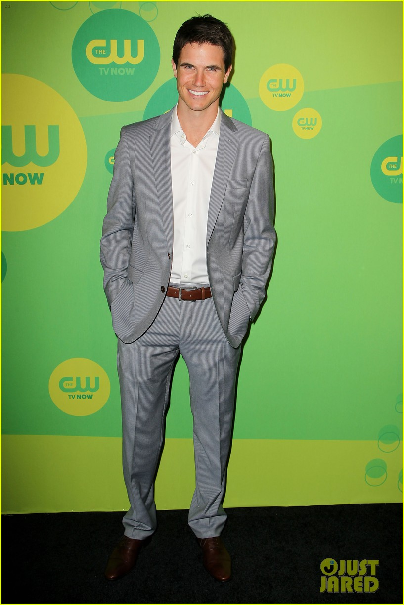 robbie amell matt lanter present new shows at cw upfront 342871883